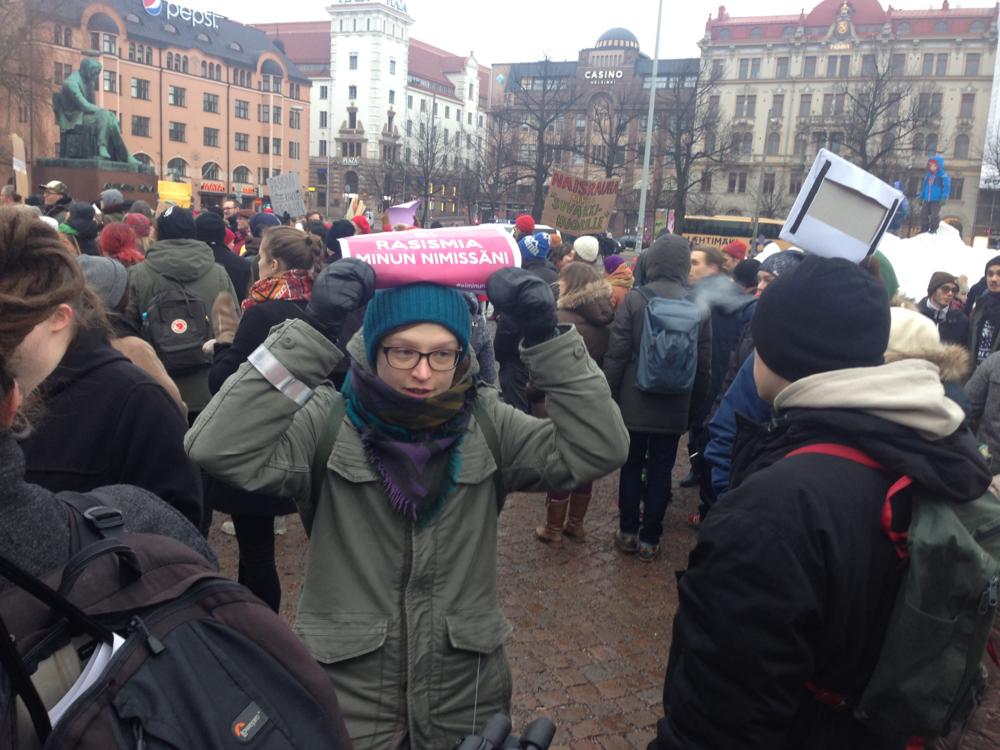Акции за и против приема беженцев в Хельсинки