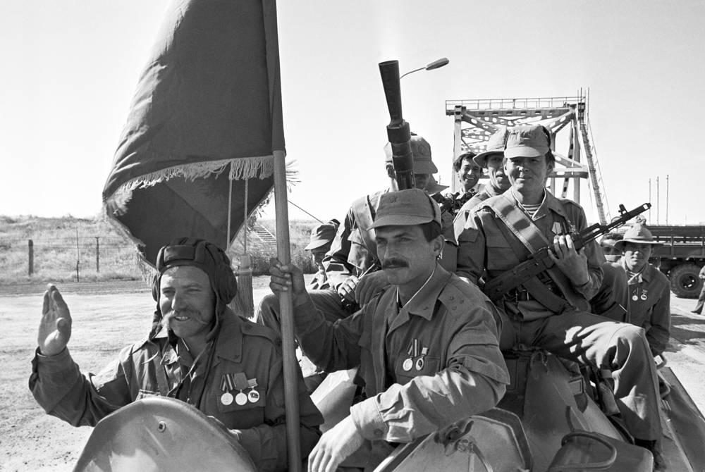 Первое подразделение ограниченного контингента Советской Армии, выведенное из страны. Афганистан, 1988 год