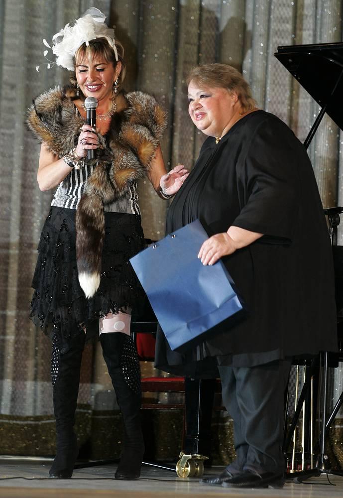 Наталья Крачковская (справа) на вечере памяти режиссера Леонида Гайдая, 2004 год