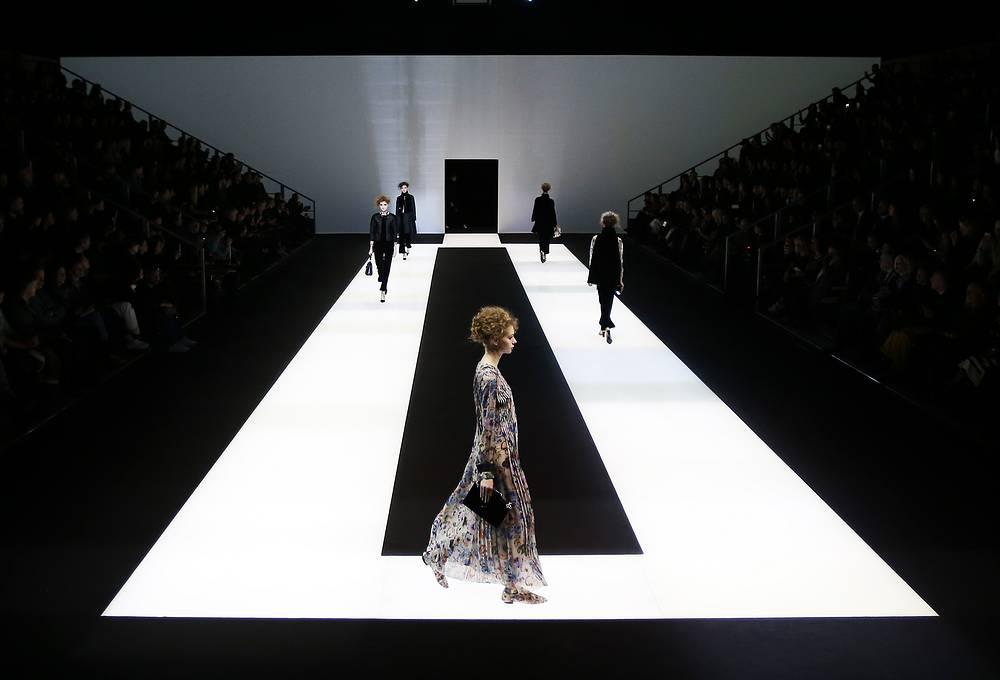Во время презентации коллекции осень-зима 2016-2017 Giorgio Armani на неделе моды в Милане, 29 февраля