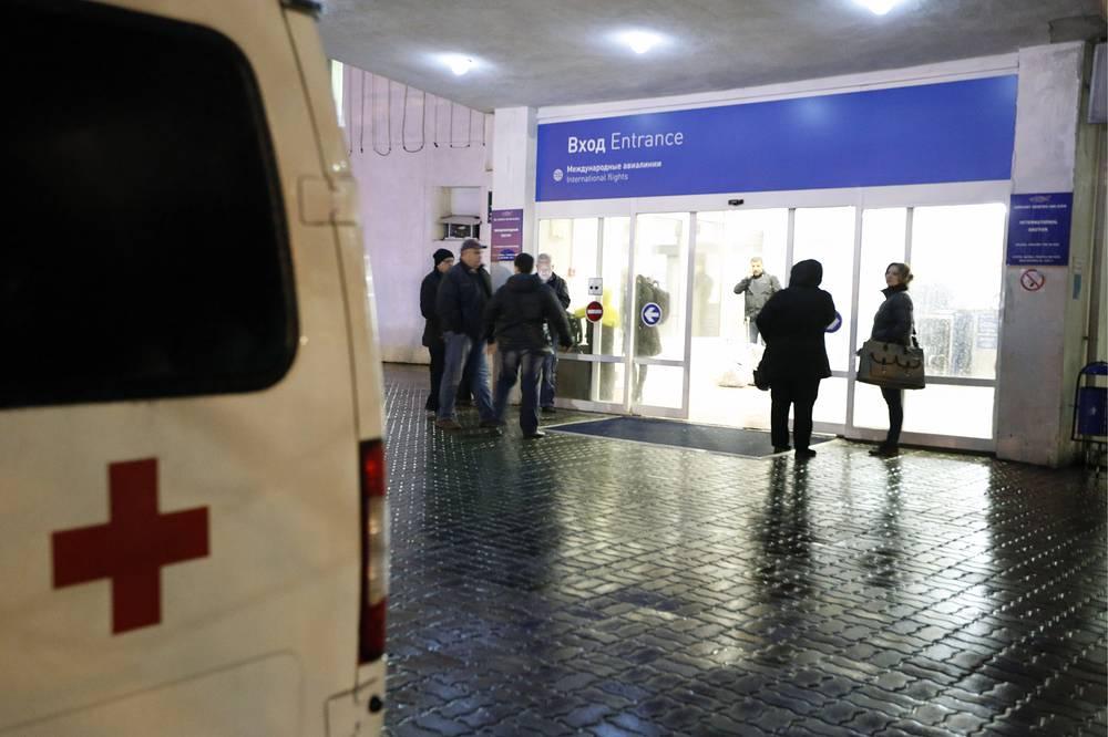 Автомобиль скорой помощи в аэропорту города, где при посадке разбился пассажирский самолет Boeing 737-800 авиакомпании FlyDubai, следовавший по маршруту Дубай - Ростов-на-Дону. В результате крушения погибли 62 человека, 19 марта