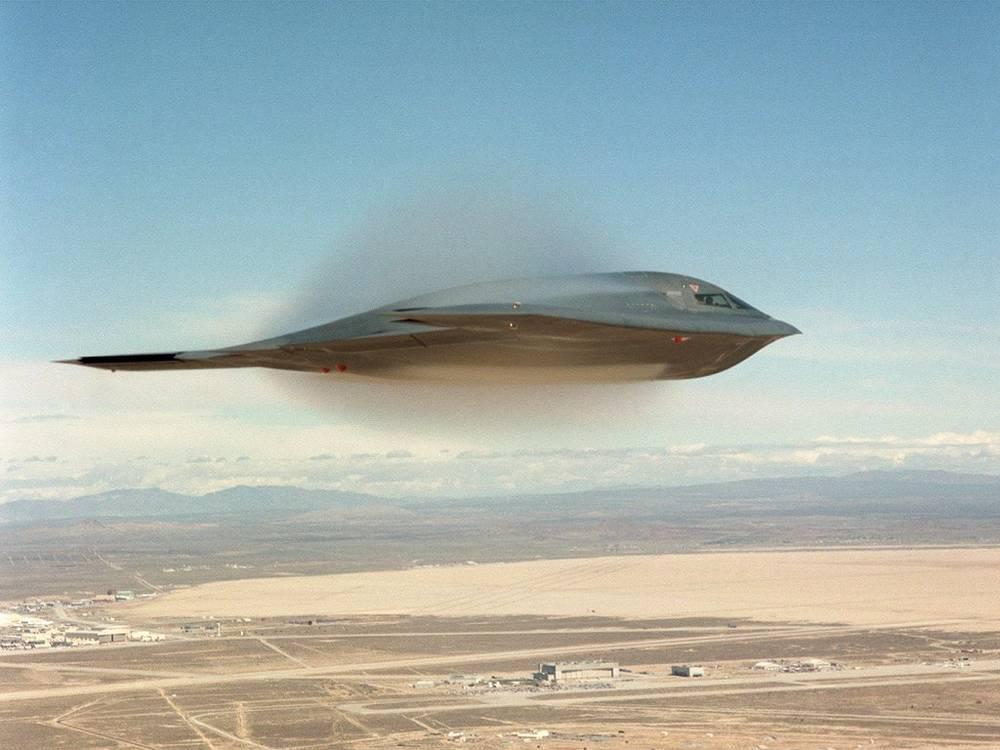 Американский бомбардировщик B-2 Spirit над Калифорнией, 2009 год