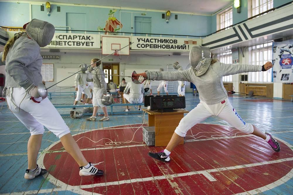 Занятия в новосибирском Центре спортивной подготовки по фехтованию