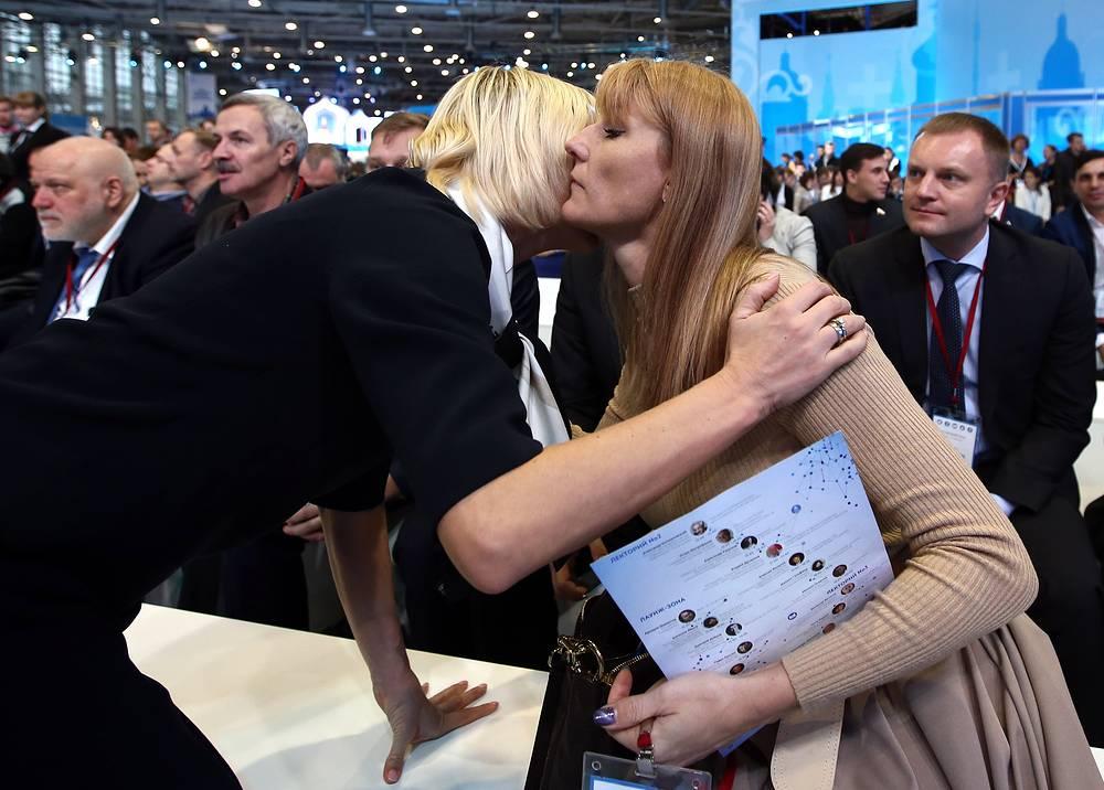 Российская гимнастка, двукратная олимпийская чемпионка Светлана Хоркина и депутат Государственной думы РФ Светлана Журова (слева направо)