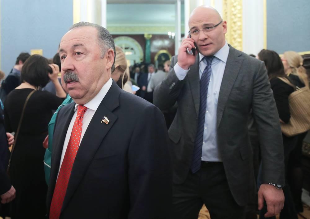 Заместитель председателя Комитета Госдумы РФ по физической культуре, спорту, туризму и делам молодежи Валерий Газзаев (слева)