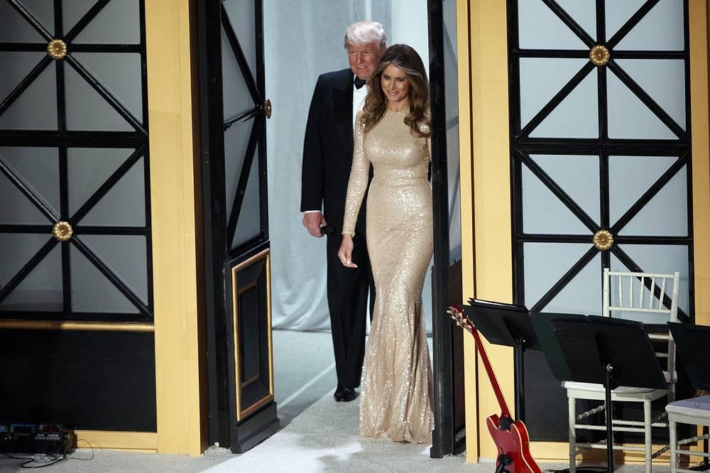 19 января избранный президент США Дональд Трамп и его супруга Меланья прибыли на торжественный ужин со спонсорами его выборной кампании