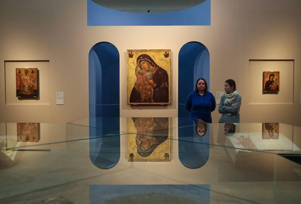 """Икона Богоматери Кардиотисы  на выставке """"Шедевры Византии"""" в Третьяковской галерее"""