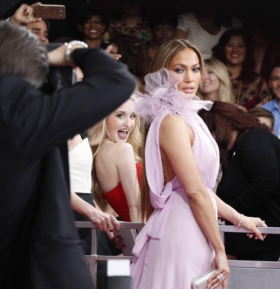 Дженнифер Лопес удивила всех своим платьем