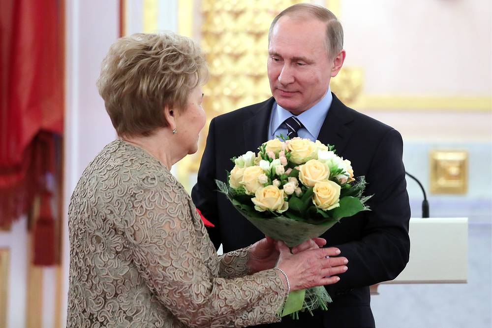 Вдова первого президента России Наина Ельцина и президент России Владимир Путин