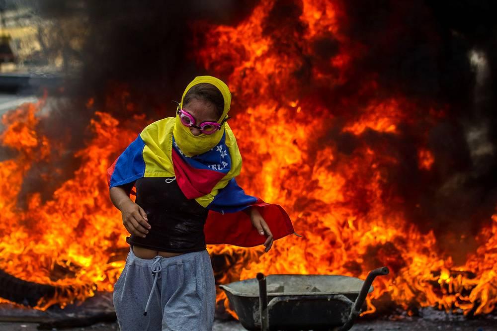 В Венесуэле разгорается гражданская война. США готовятся к интервенции?