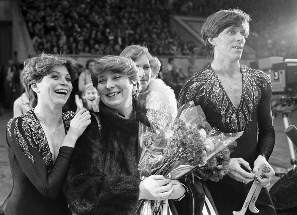 """Турнир на приз газеты """"Московские новости"""", 1981 год. Бестемьянова и Букин с тренером Татьяной Тарасовой."""