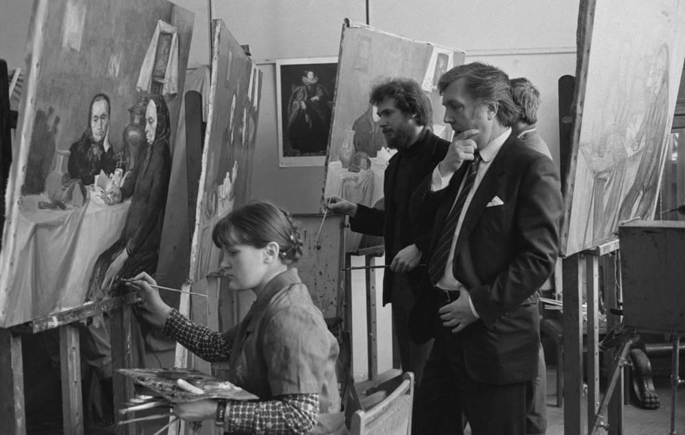 Во время занятий в мастерской портрета в Государственном художественном институте имени В. Сурикова