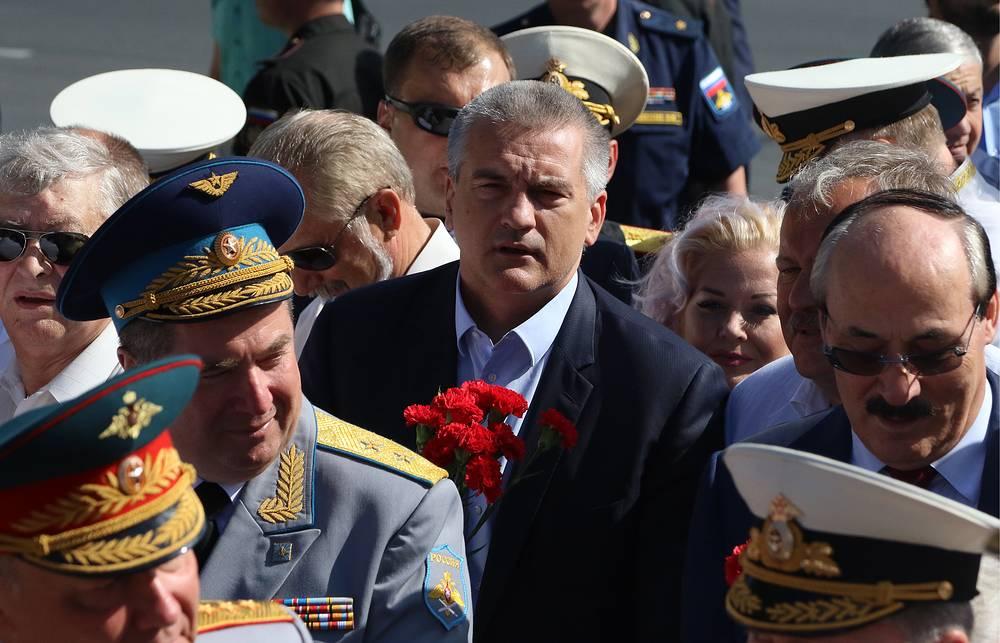Глава Республики Крым Сергей Аксенов (в центре) и глава Дагестана Рамазан Абдулатипов (справа), Севастополь
