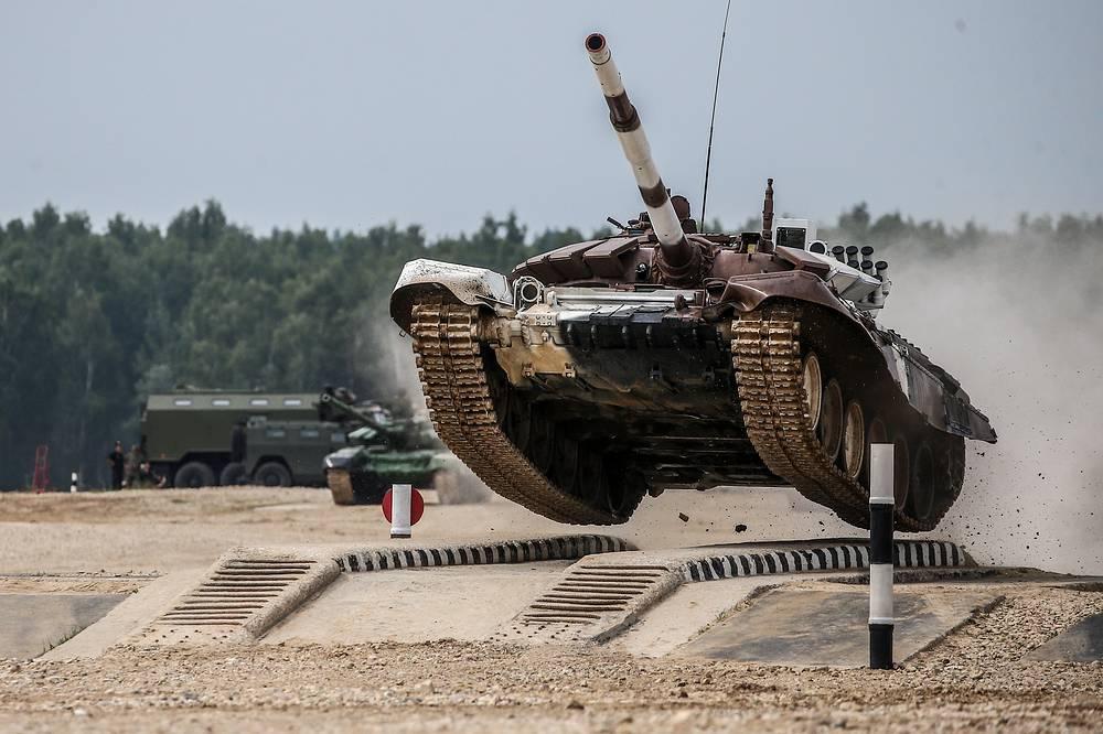 Экипаж из Анголы на танке Т-72Б3