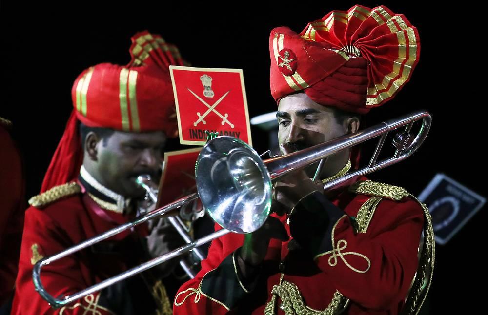 Участники сводного военного оркестра трех видов Вооруженных сил Индии