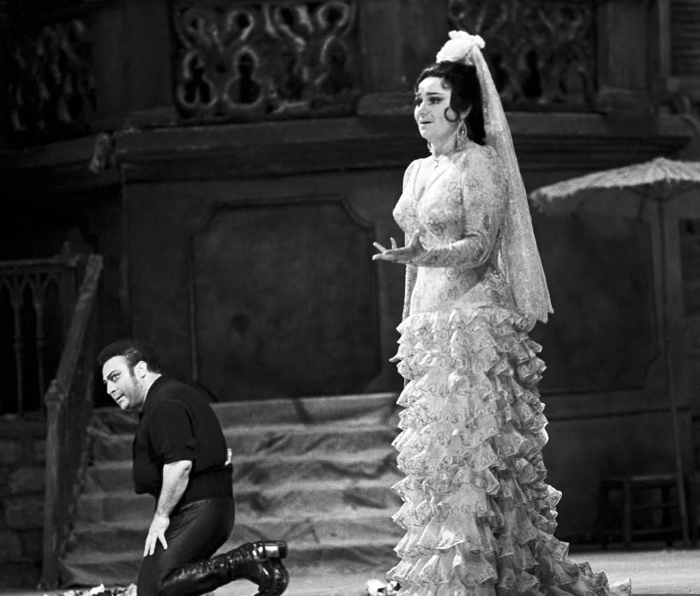 """С Тамарой Синявской в сцене из оперы """"Кармен"""" Жоржа Бизе, 1980 год"""
