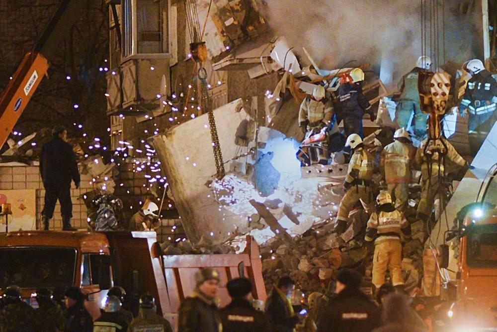 Разбор завалов на месте обрушения части жилого 9-ти этажного дома на улице Удмуртская, 261