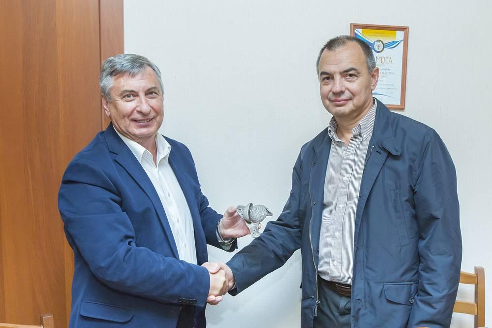 Директор ИММиТ А.А. Попович презентовал тазобедренный сустав, созданный при помощи аддитивных технологий