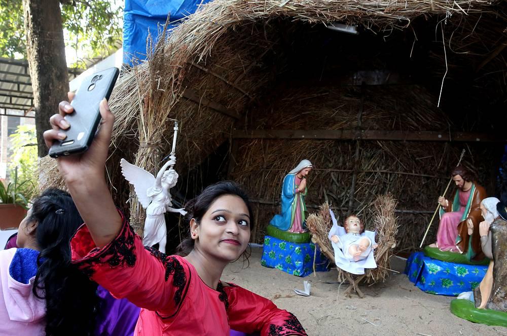 На утренней мессе в церкви в Бхопале, Индия