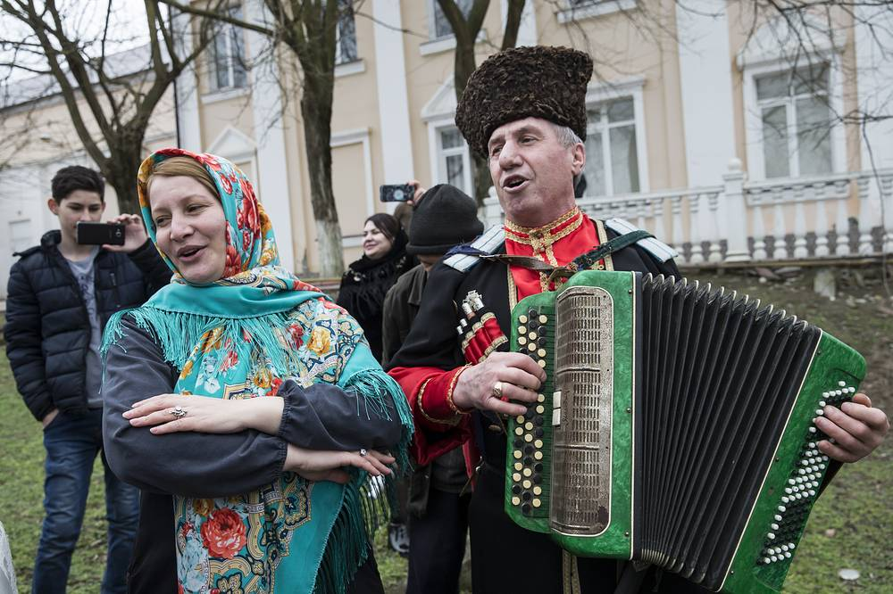Во время масленичных гуляний в русском культурном ценре станицы Шелковская, Чечня