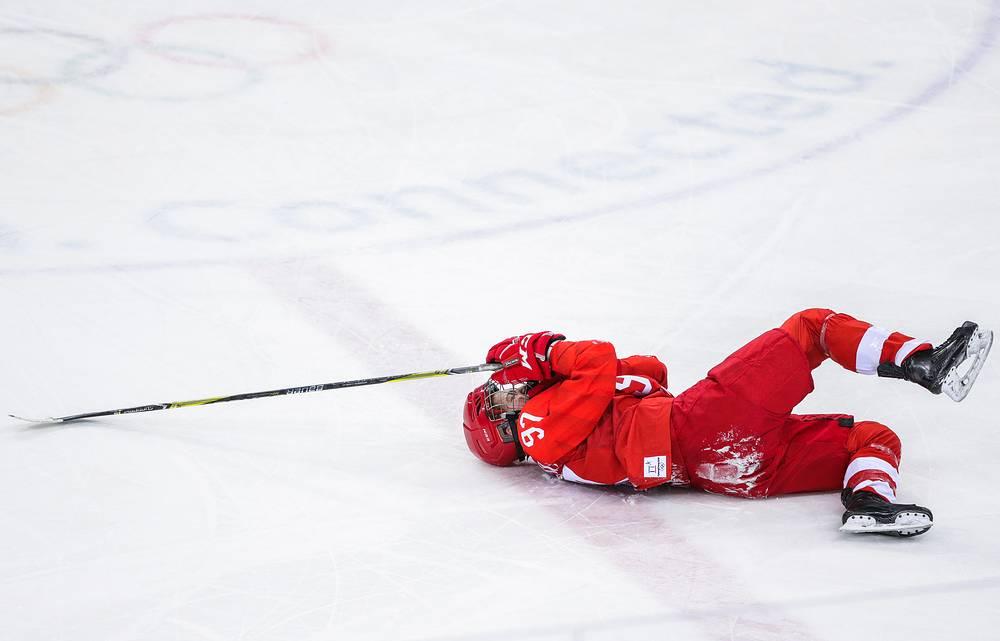 Хоккеистка Анна Шохина, получившая травму в матче 1/2 финала между командой олимпийских спортсменов из России и сборной Канады