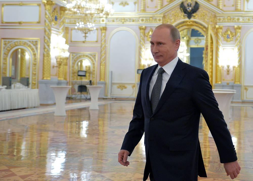 Президент России Владимир Путин перед выступлением с ежегодным посланием к Федеральному собранию РФ в Георгиевском зале Кремля, 2014 год
