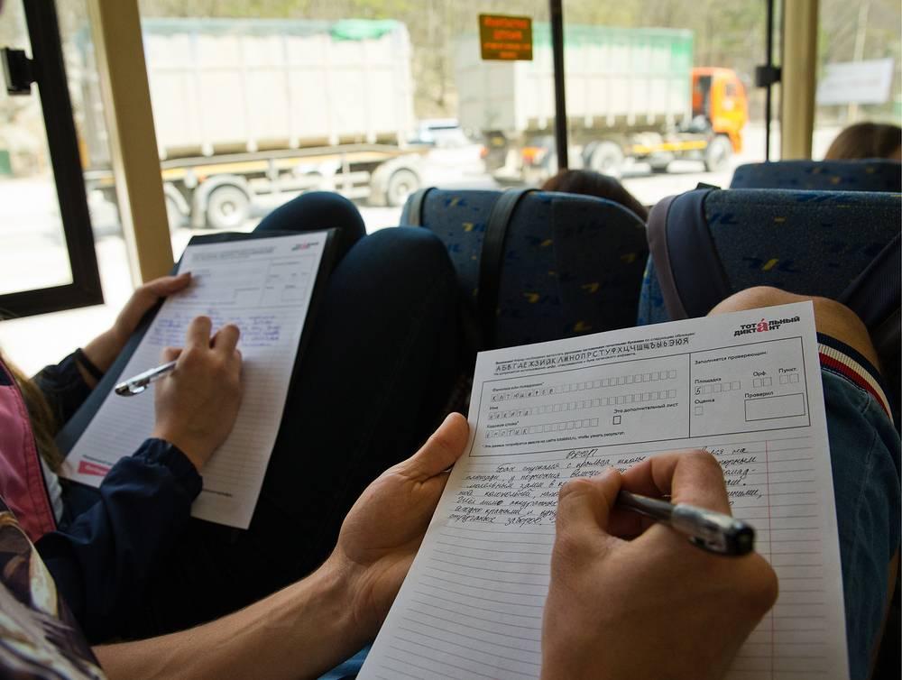 """В """"Грамотном троллейбусе"""", следующем по маршруту Симферополь-Алушта"""