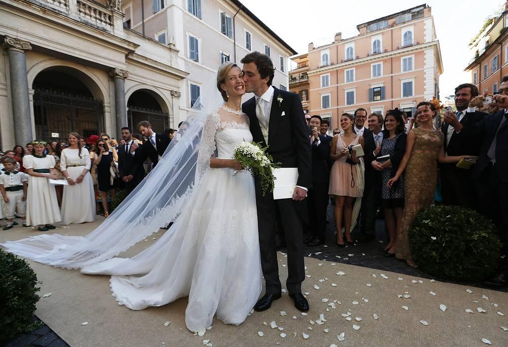 Элизабетта Мария Росбох фон Волькенштайн во время свадьбы с принцем Бельгии Амедео в Санта-Мария-ин-Трастевере в центре Рима, 5 июля 2014 года