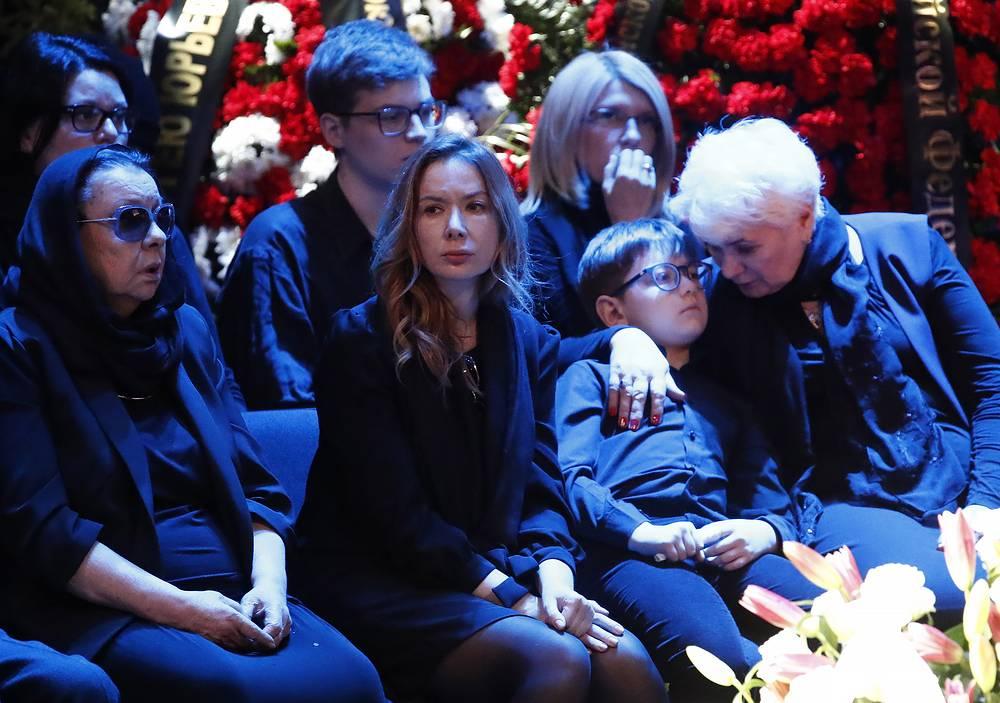 Вдова Сергея Юрского актриса Наталья Тенякова, его дочь актриса Дарья Юрская и внук Алишер
