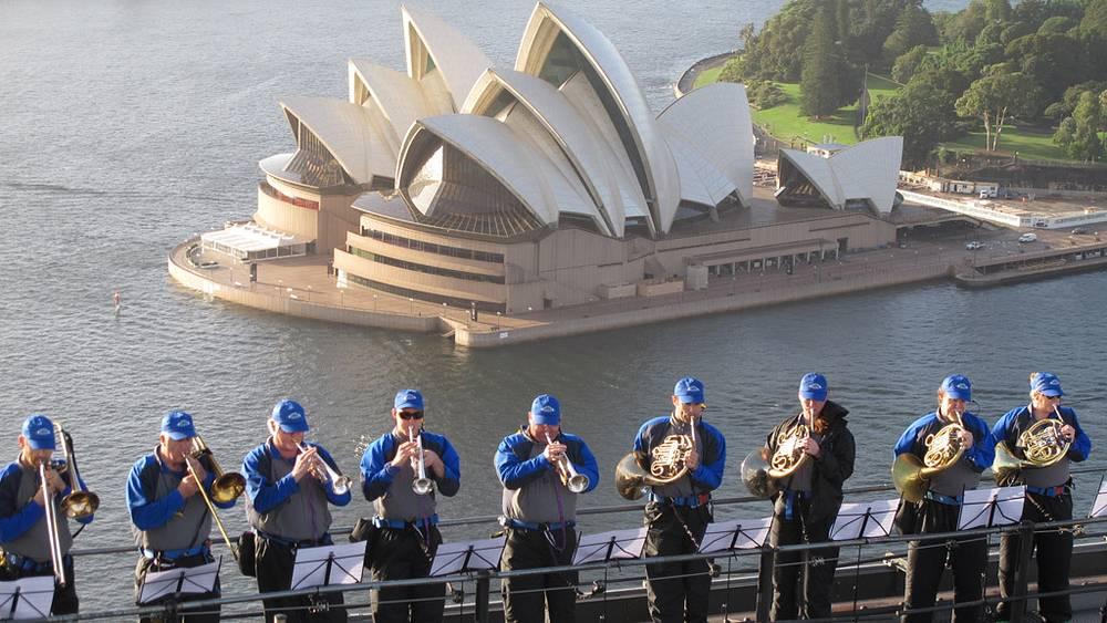 """Вид на """"Opera House"""" с моста-юбиляра"""