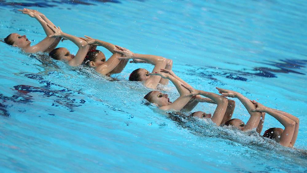 Российская команда по синхронному плаванию во время произвольной программы