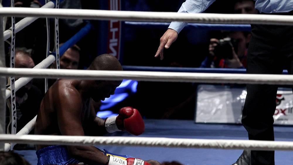 Денис Лебедев нокаутировал Шона Кокса во втором раунде
