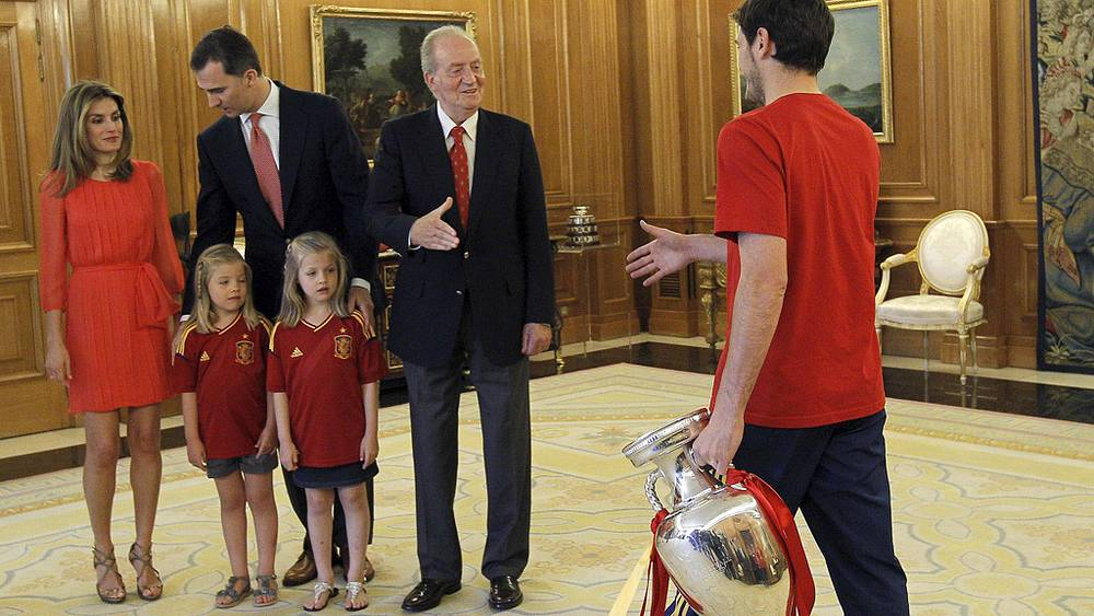 Король Испании и капитан сборной Испании по футболу