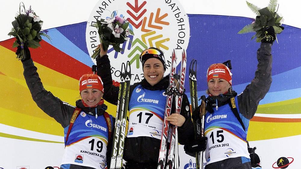 Слева направо: Вита Семеренко /2-е место/,  Синнове Солемдал /1-е место/ и Валентина Семеренко /3-е место/ в спринтерской гонке на 7,5 км