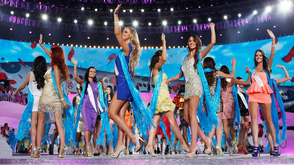 Участницы во время церемонии открытия