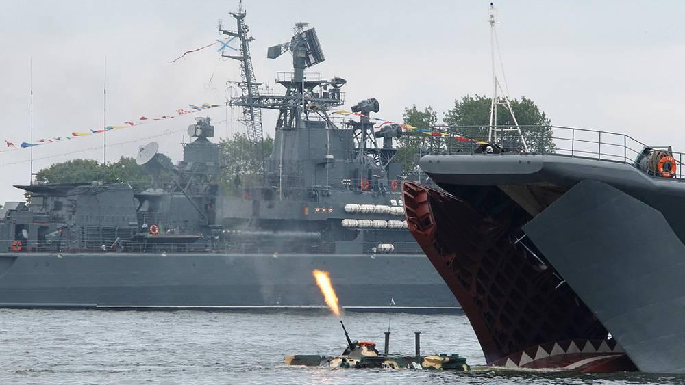Во время парада боевых кораблей в честь Дня ВМФ России