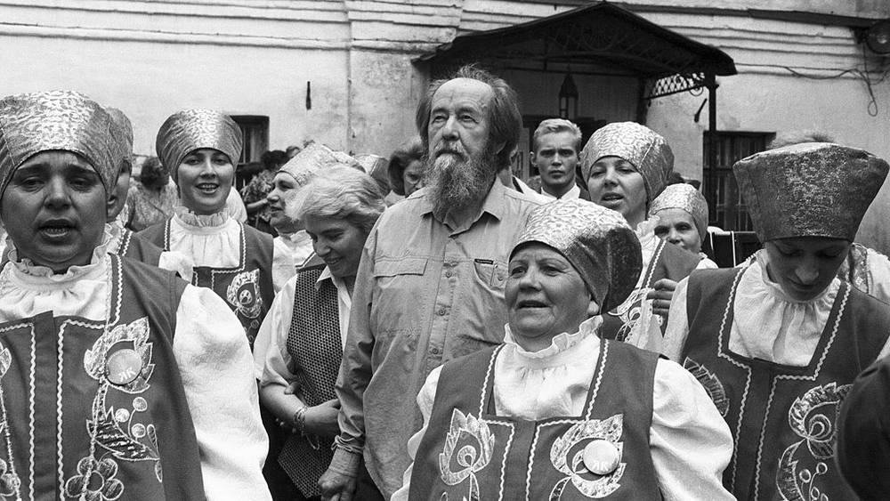 Александр Солженицын с женой Натальей в Ярославле. 1994 год. Фото ИТАР-ТАСС/Сергей Метелица