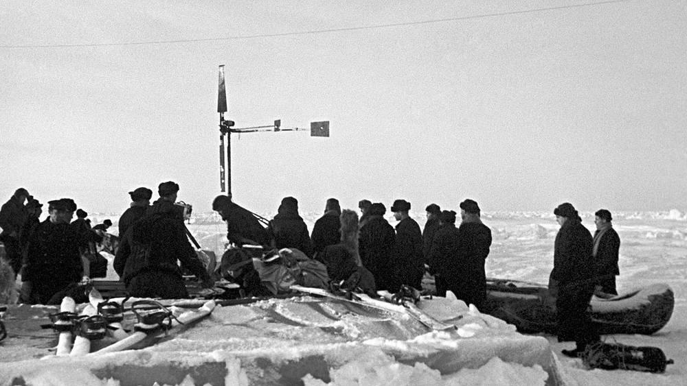 """Укладка имущества """"Северный полюс-1"""" после завершения экспедиции, 1938 год"""