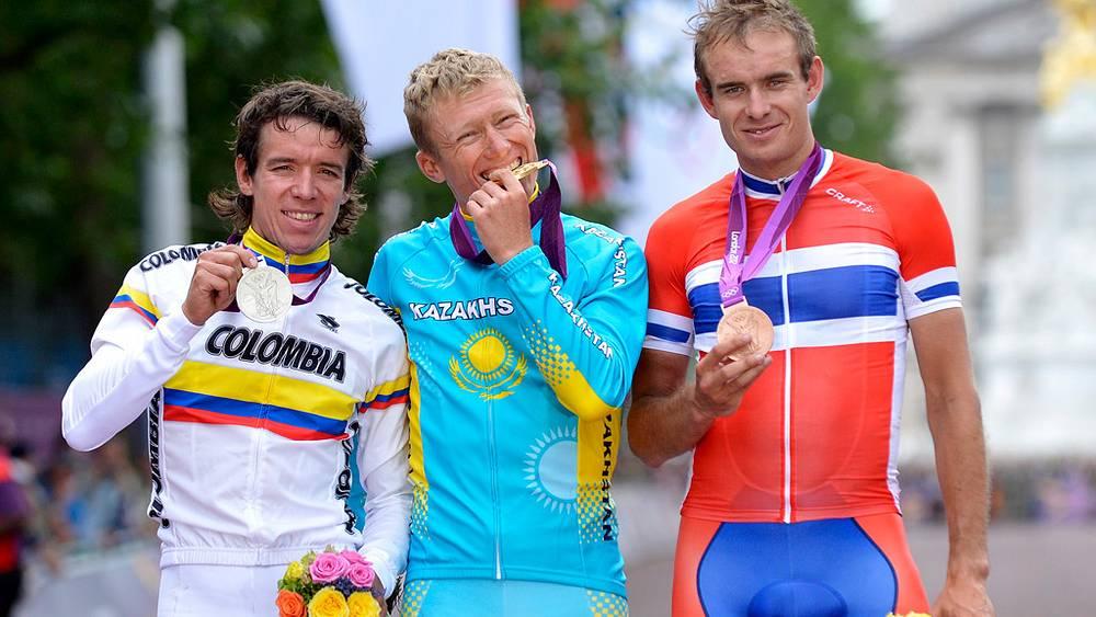 Александр Винокуров из Казахстана победил соревнованиях велогонщиков