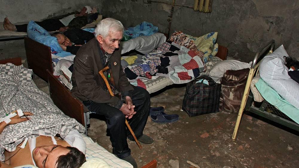Пострадавшие и раненные в подвале одного из уцелевших домов в Цхинвали. Фото ИТАР-ТАСС/ Сергей Узаков