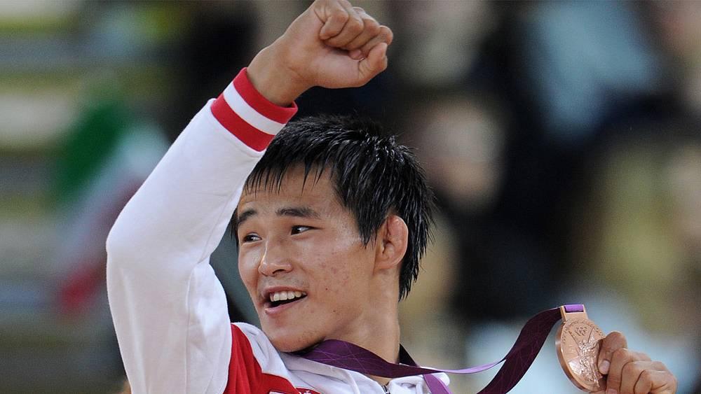 Мингиян Семенов завоевал бронзу в греко-римской борьбе в весовой категории до 55 кг