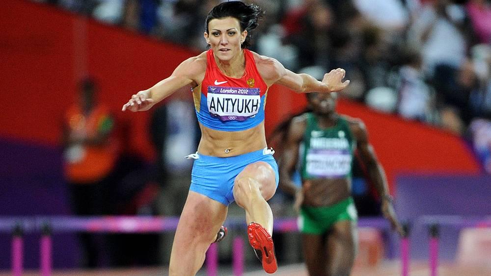 Н.  Антюх стала лучшей в беге на 400 метров с барьерами