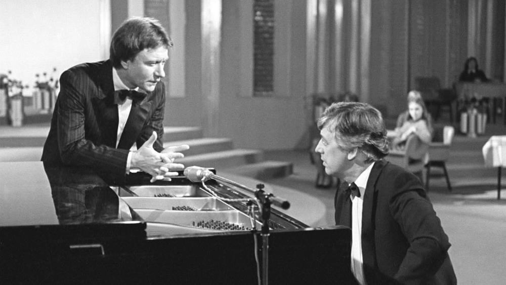 """Андрей Миронов и Раймонд Паулс на """"Голубом огоньке"""", 1983 год"""