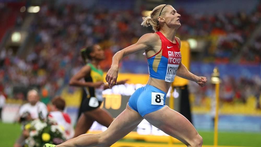 Антонина Кривошапка бежит навстречу бронзовой медали на 400 м
