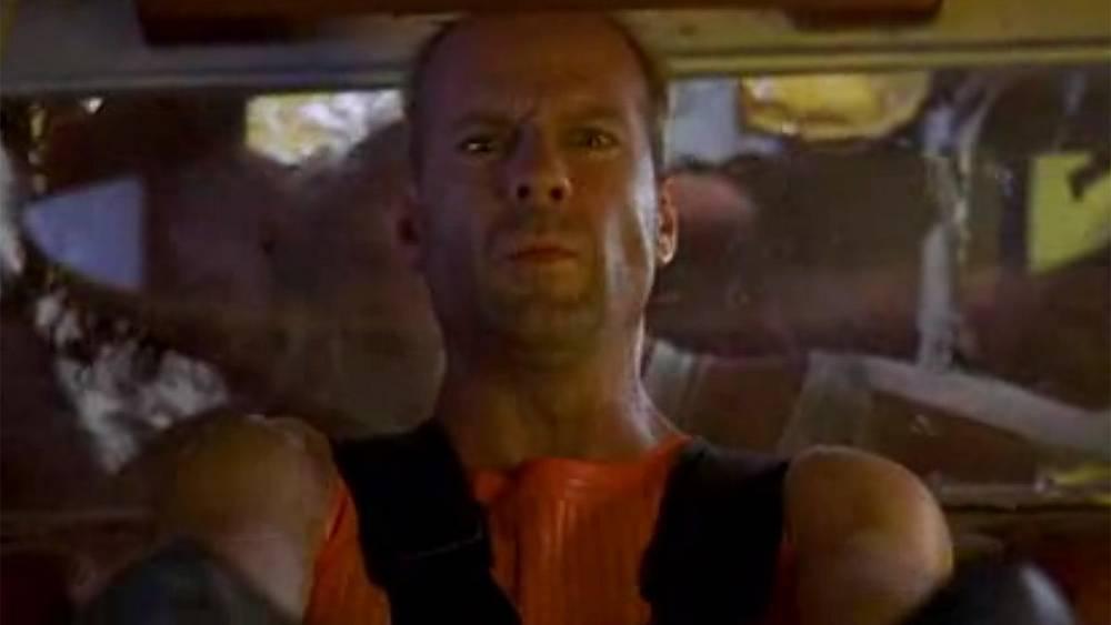 """А так будут выглядеть таксисты в будущем. Брюс Уиллис в роли таксиста. """"Пятый элемент"""" 1997 г."""