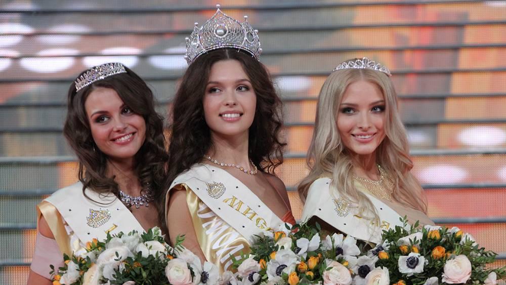 Кристина Гондарь, Елизавета Голованова, Алена Шишкова (слева направо)