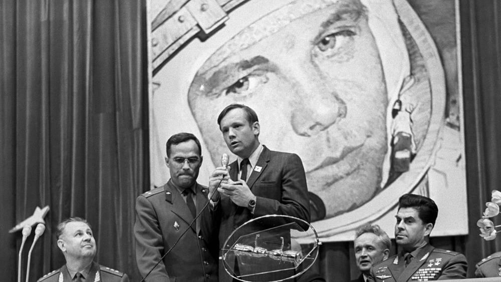 """Армстронг во время посещения """"Звездного городка"""", 1970 год"""
