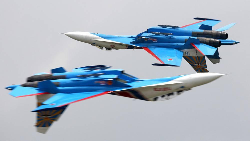 """Истребители Су-27 пилотажной группы """"Русские витязи"""""""