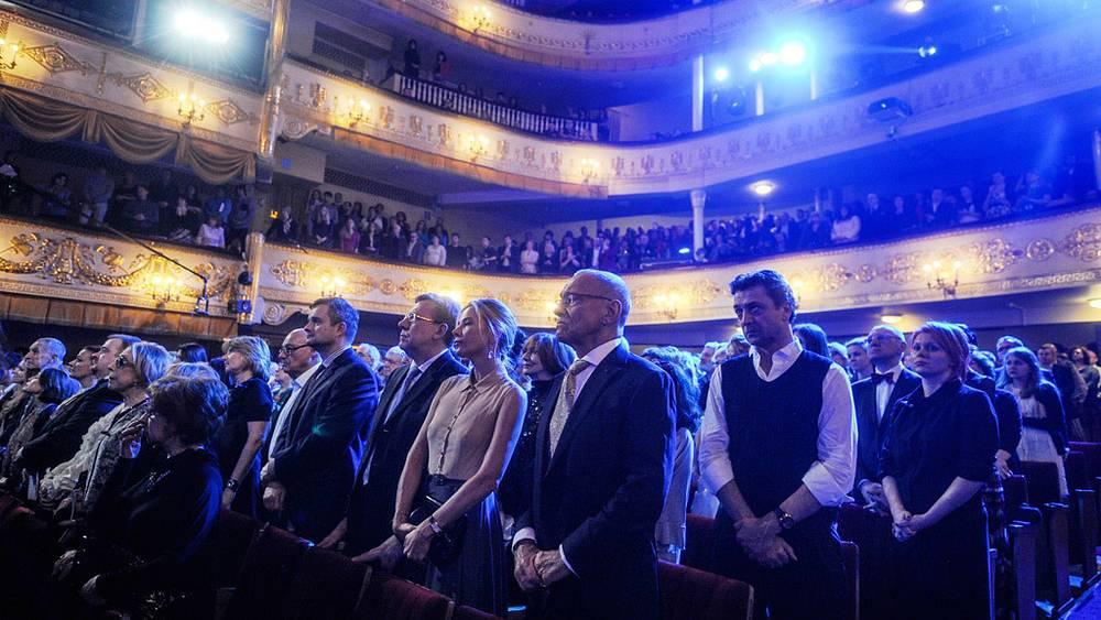 Зал почтил память Андрея Панина