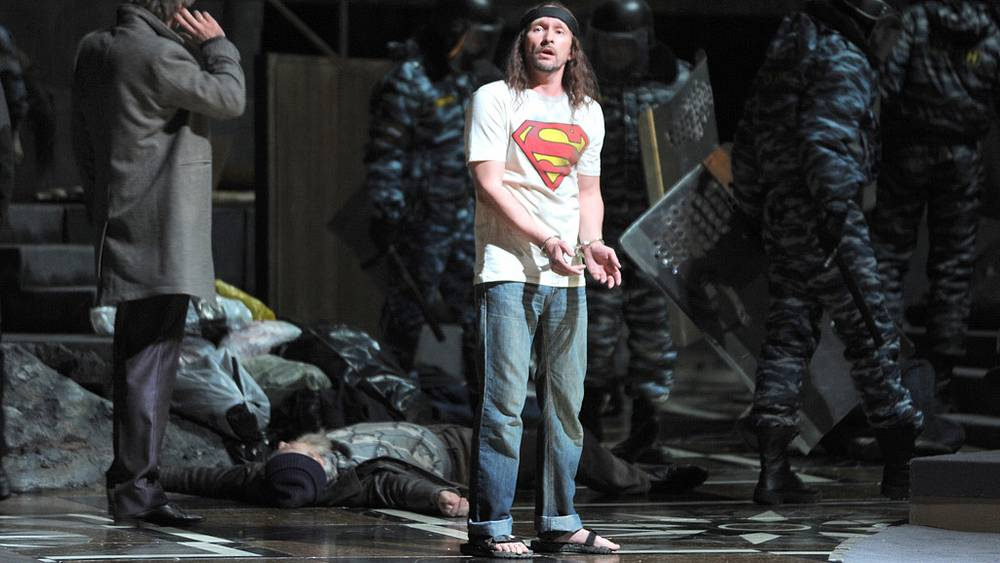 Оперный певец Андрей Попов в роли Юродивого